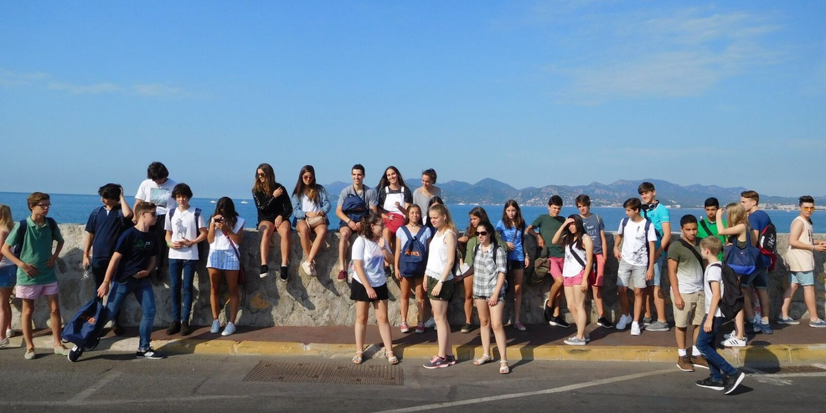 study-learn-french-language-course-summer-school-camp-vacation-children-teenagers-lines-valbonne-france