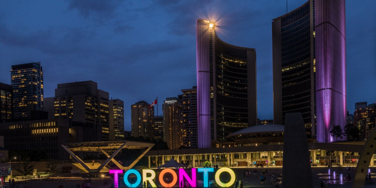 toronto_skyline_canada_ontario_town_hall_night_reflections-800138.jpg!d