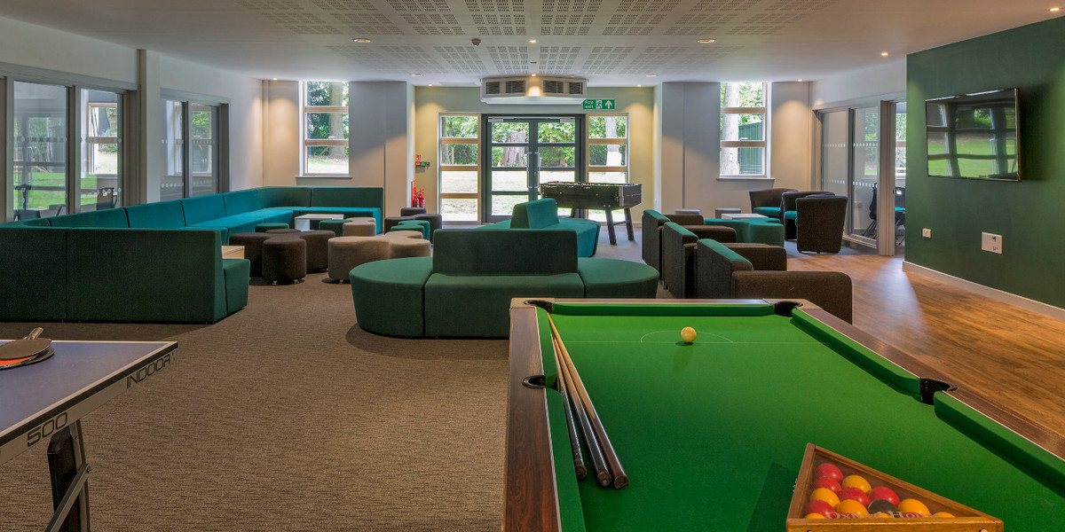 Games-room-pool-table